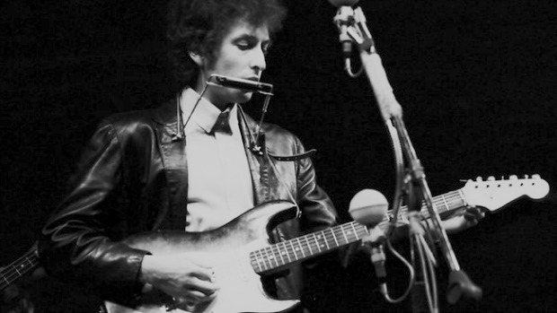 bob-dylan-goes-electric-at-the-newport-folk-festival