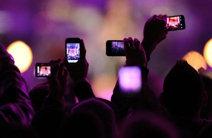 phones-concert